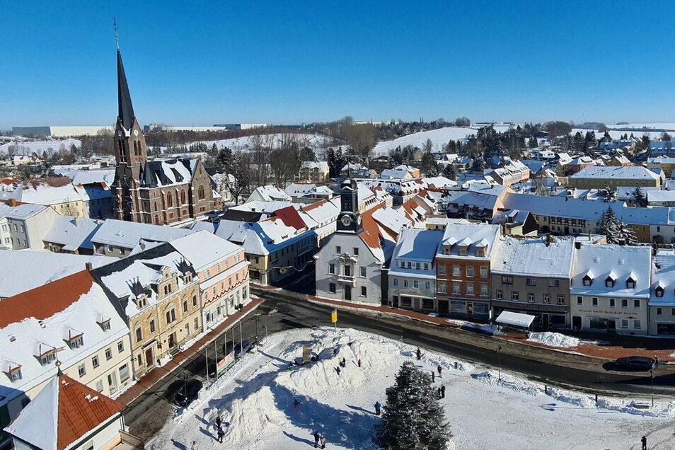 Aus der Vogelperspektive sah das Treiben so aus. In der Mitte ist das historische Rathaus zu sehen.