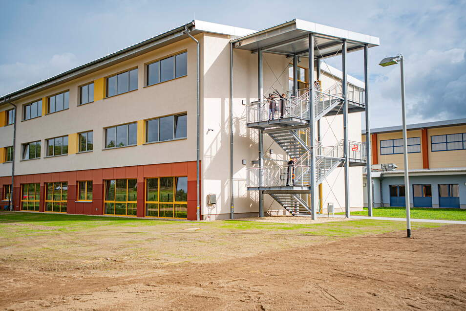 Geschafft: Der Anbau an der Arthur-Kießling-Oberschule in Königsbrück ist fertig. Nun bietet die Schule Platz für 336 Schüler.