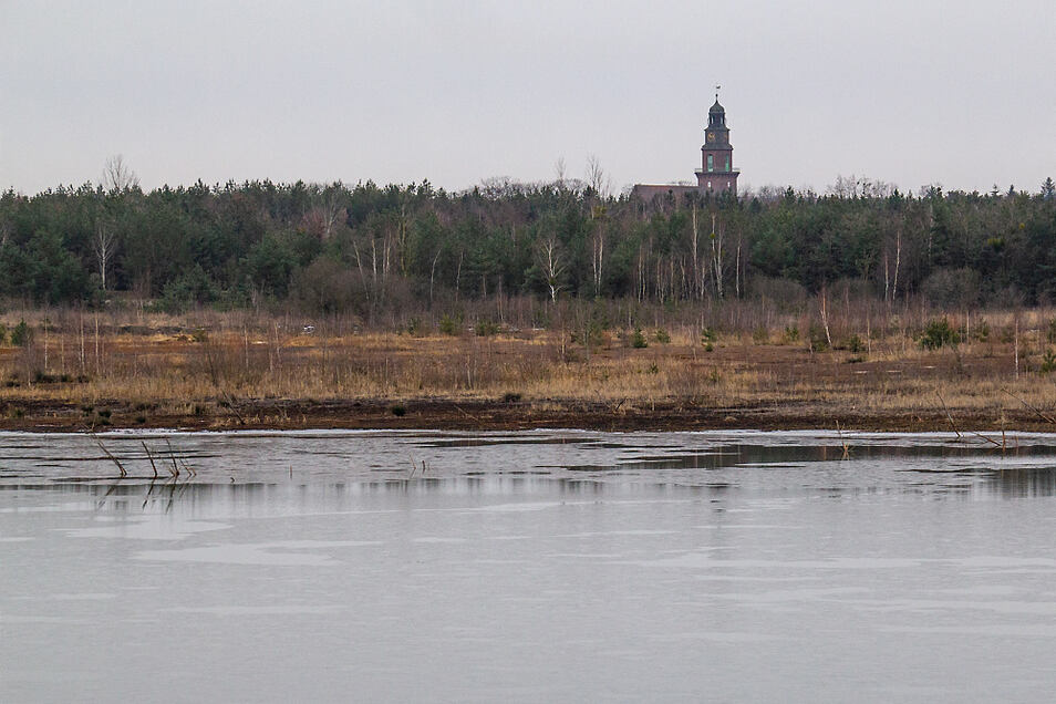 Nachdem der Kortitzmühler See im vergangenen Sommer über Monate trocken lag, hat sich der Anblick nach diversen Niederschlägen wieder normalisiert.