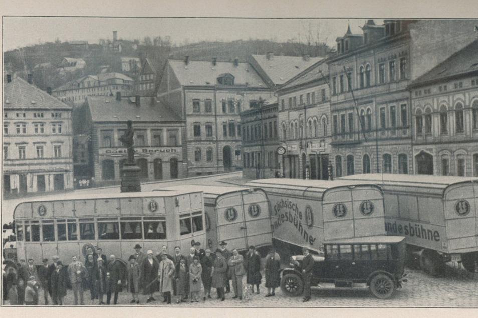 """Mit diesen Bussen fuhr das Reisetheater """"Sächsische Landesbühne"""" damals von Ort zu Ort."""