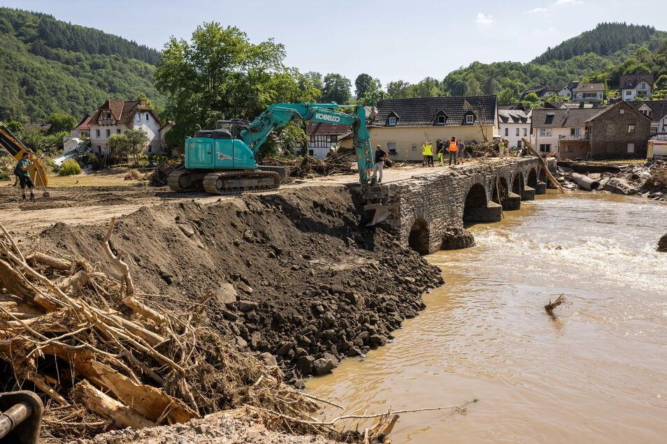 Die Aufräumarbeiten dauern nach den massiven Überschwemmungen weiterhin an.