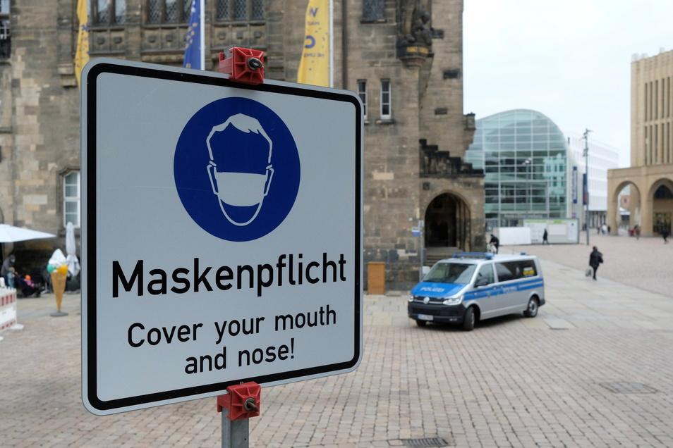 Die Pflicht zum Tragen einer Maske an bestimmten Orten soll laut dem Entwurf auch weiterhin gelten.