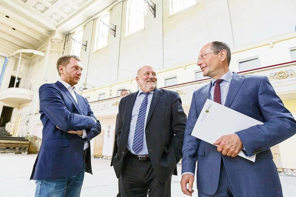 Wollen die Sanierung der Stadthalle jetzt forcieren: Sachsens Ministerpräsident Michael Kretschmer (li.) und der Görlitzer Oberbürgermeister Siegfried Deinege.