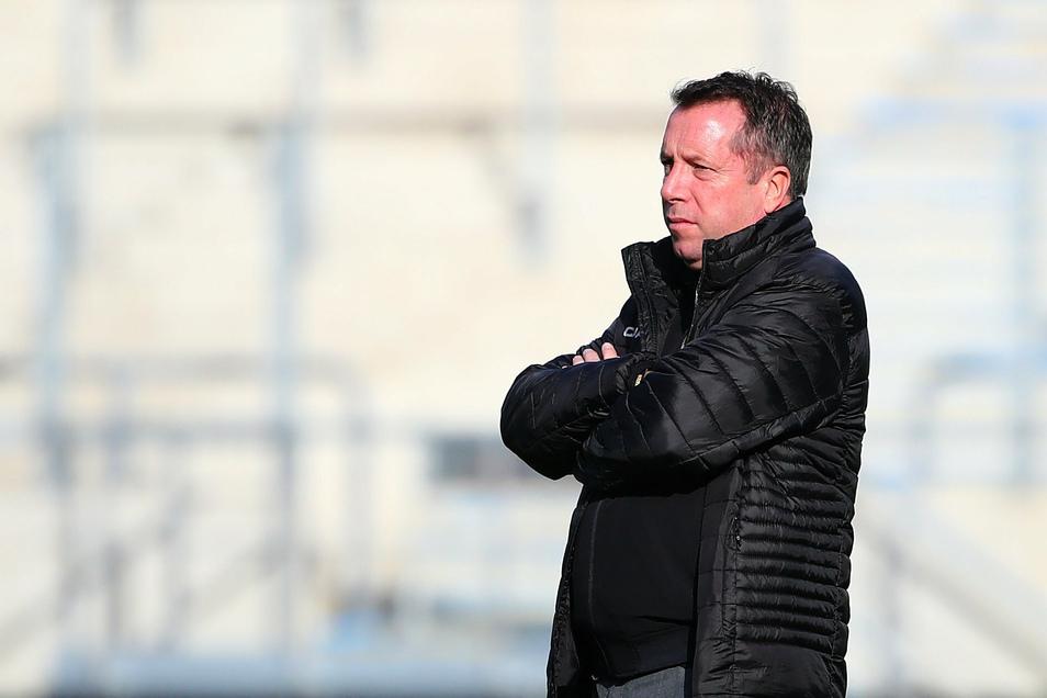 Markus Kauczinski wechselt beim Spitzenspiel gegen den 1. FC Saarbrücken seine Anfangsformation auf einer Position. Paul Will rutscht für Julius Kade in die Startelf.