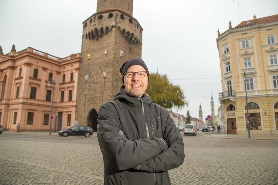 """Thomas Batzdorfer ist Görlitzer aus ganzem Herzen und in seiner Freizeit Liedermacher. Das hat er in seinem Lied """"Görlitzer"""" verbunden."""
