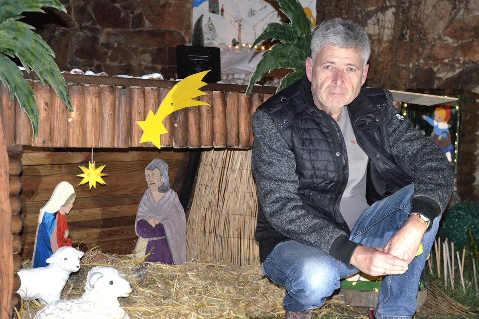 Eine Krippe für die Vorweihnachtszeit ist jetzt entstanden. Hans-Jürgen Scheibe baut Figuren und Häuschen in Handarbeit.