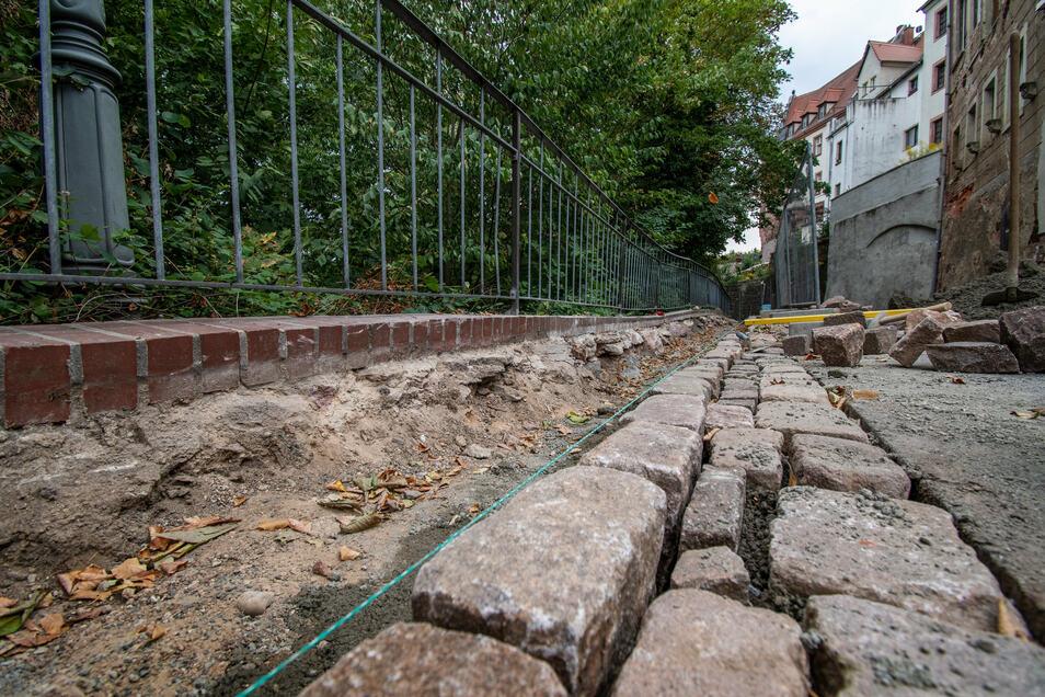 An der Schlossstraße in Leisnig ist eine Stützmauer stabilisiert worden. Wasser war eingedrungen und hatte den Mörtel ausgespült. Deshalb gibt es jetzt auch eine neue Entwässerung.