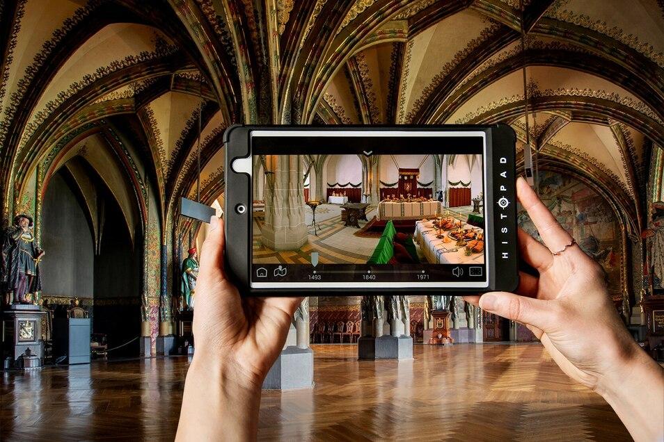 """Der innovative Rundgang mit dem """"HistoPad"""" bildet einen spannenden Gegensatz zu den alten Gemäuern der Albrechtsburg Meissen mit einzigartigen virtuellen Erlebnissen."""