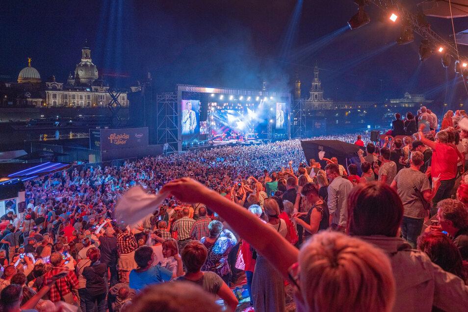 Zu den Kaisermania-Konzerten am Elbufer kommen jedes Jahr insgesamt 50.000 Besucher.