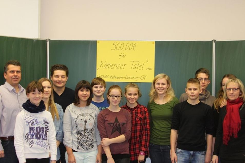 """Auch Schüler des Lessing-Gymnasiums wollten schnell helfen und stellten 500 Euro von der Aktion """"Genialsozial"""" unbürokratisch als Soforthilfe bereit."""