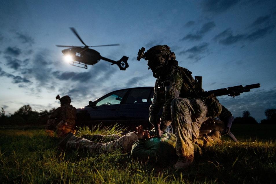Bundeswehrsoldaten der Eliteeinheit Kommando Spezialkräfte (KSK) trainieren in Calw den Einsatz.