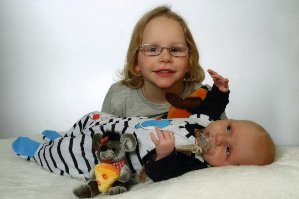 Matteo Louis mit Schwester Maja-Sina, geboren am 5. Dezember, Geburtsort: Dresden, Gewicht: 2.590 Gramm, Größe: 47 Zentimeter, Eltern: Heidi und Uwe Frenzel, Wohnort: Liegau-Augustusbad