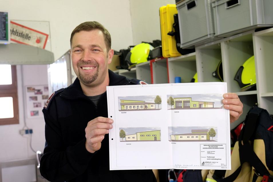 Der Heynitzer Wehrleiter Marcel Langenbacher zeigt, wie das neue Feuerwehrgerätehaus aussehen wird.