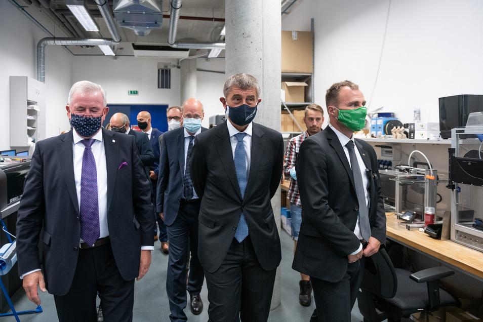 Eine Regierungsdelegation beider Länder hat sich wegen der Kooperation von Wissenschaftlern beider Nachbarländer an der TU Liberec umgesehen.