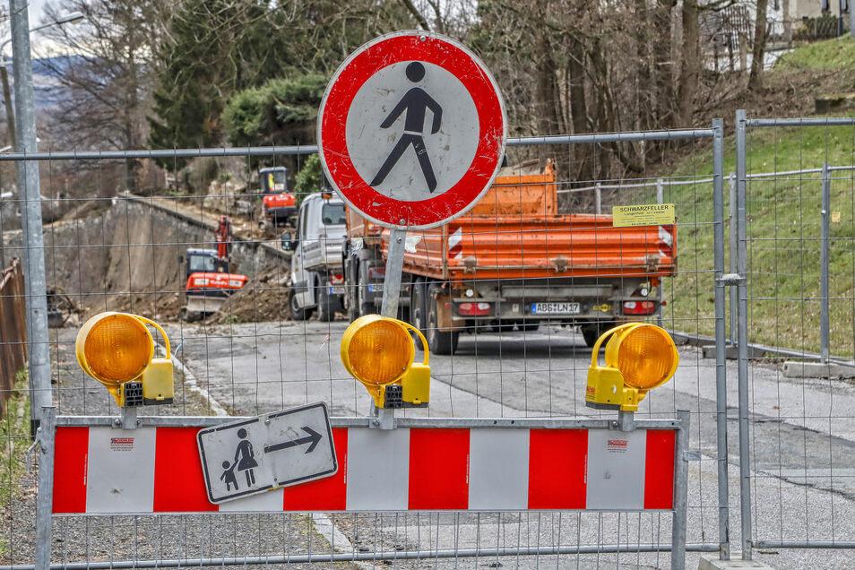 Mit der Bergstraße hat die Bausaison in Zittau begonnen und damit die Zeit der Straßensperrungen und Baustellenampeln.