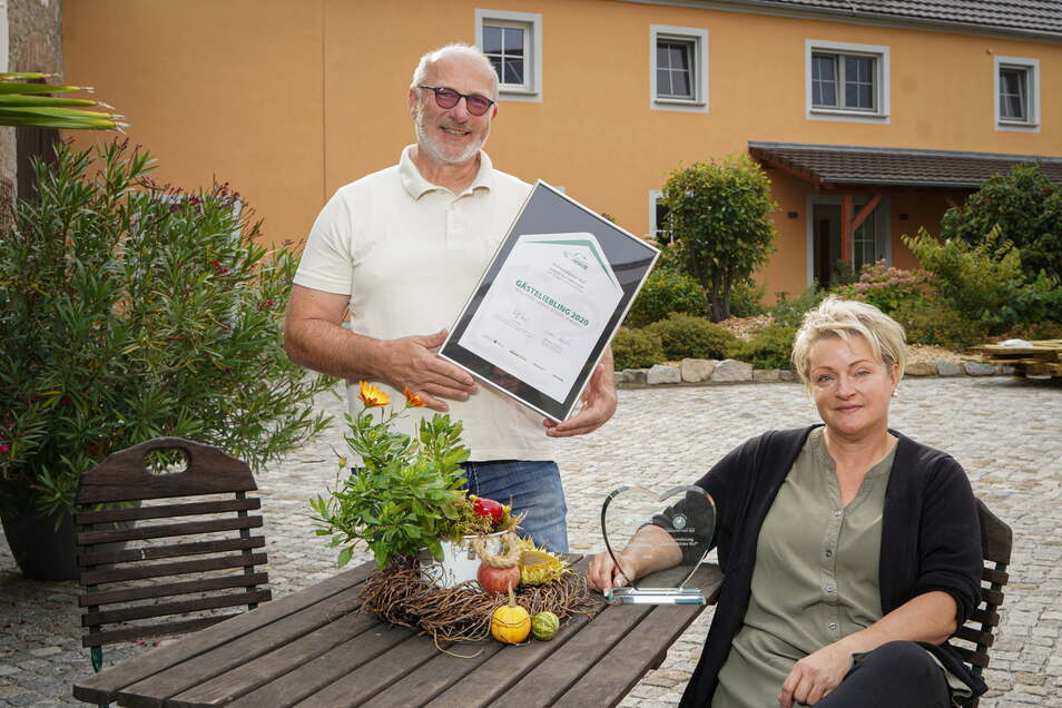 Heike Schulz und Jens Richter haben auf ihrem Dreiseithof im Malschwitzer Ortsteil Doberschütz moderne Gästewohnungen in ländlicher Atmosphäre geschaffen. Dafür wurden sie nun ausgezeichnet - nicht zum ersten Mal.