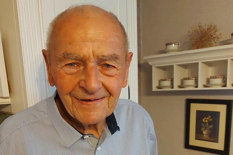 Manfred Volling wird heute 90 Jahre alt. Jetzt fährt er mit Leidenschaft Fahrrad, früher war er mit gleicher Leidenschaft Fernfahrer.