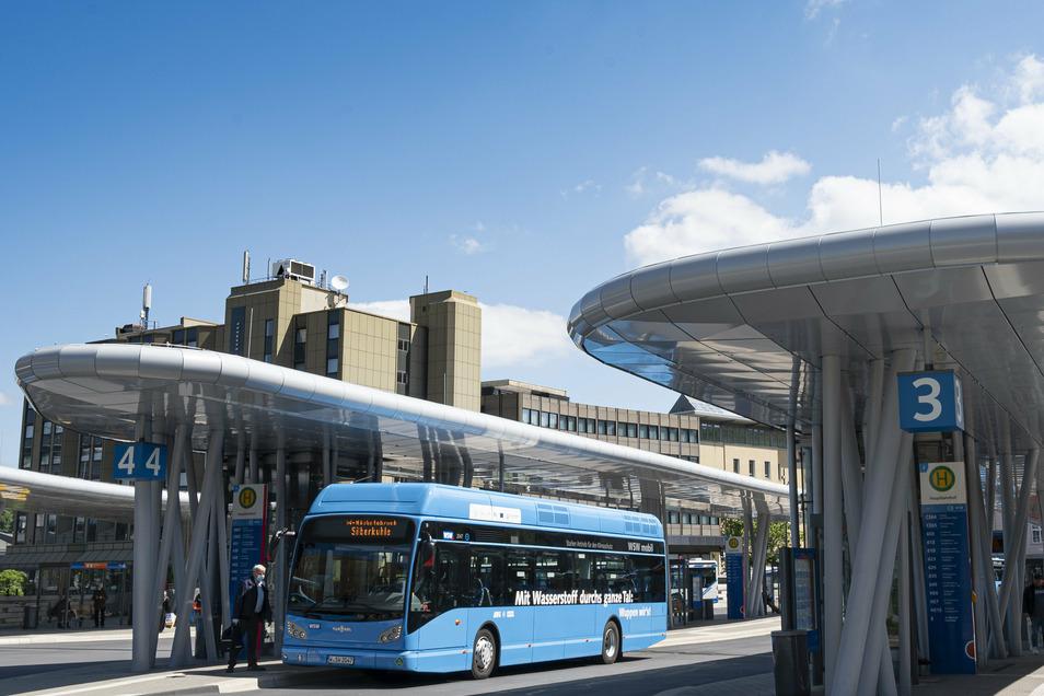 Die emissionsfreien Busse in Wuppertal werden mit Wasserstoff betrieben, der aus Hausmüll produziert wird. Nach 100 Testtagen gab es eine erste Bilanz: Die Busse fuhren ohne Pannen.