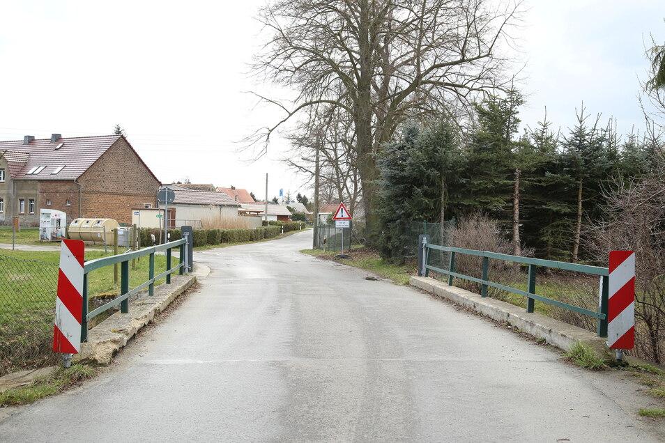 Die alte Schöps-Brücke in Spree war ein Nadelöhr. Und baulich marode. Bis Herbst entsteht nun ihr Nachfolger.