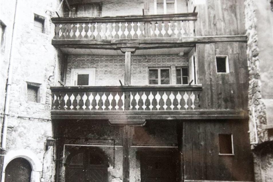 """Zugige Räume, undichte Dächer und Kohle-Öfen waren Standard, hier das Haus am """"Anker"""" in der Frongasse."""