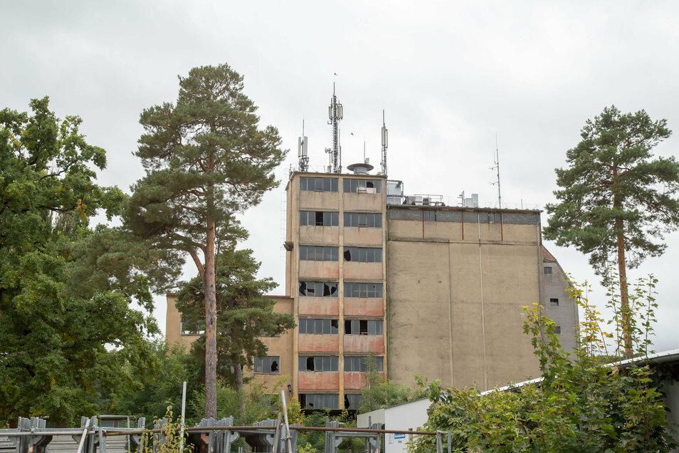 Neben diversen Antennen befindet sich auf der alten Mühle an der Nieskyer Plittstraße auch ein Rundfunksender. Der wurde am Tag der deutschen Einheit zerstört.