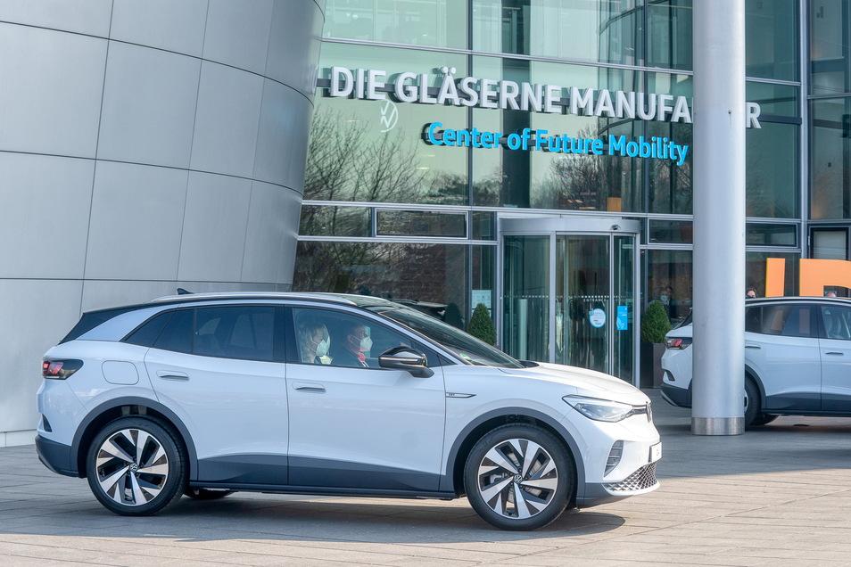 VW setzt schon länger auf E-Autos wie den ID.4. Jetzt nennen die Wolfsburger einen Termin für den Abschied vom Verbrenner.
