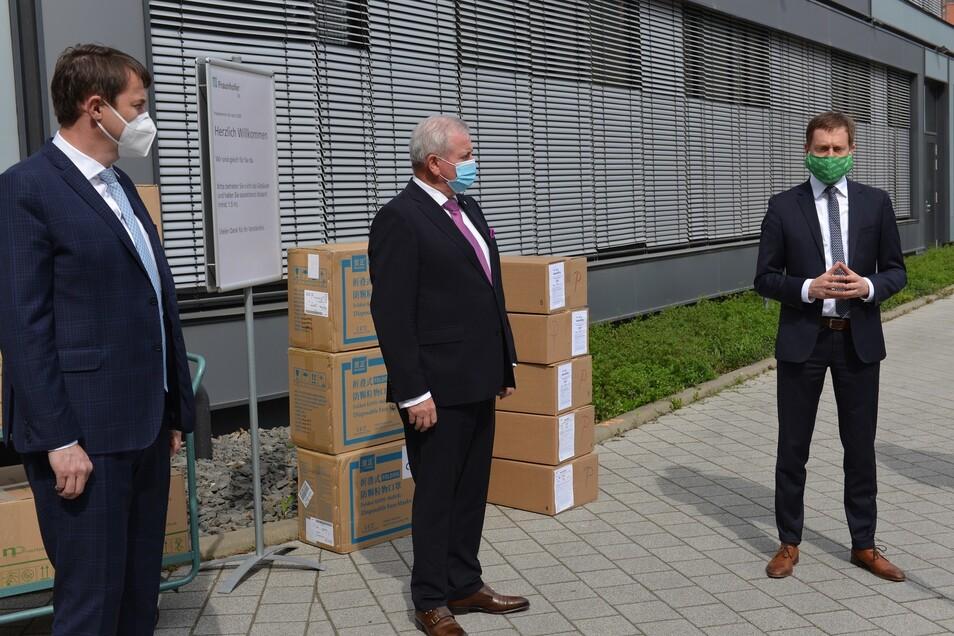 Sachsens Ministerpräsident Michael Kretschmer (rechts) und Tschechiens Hauptmann Martin Puta (links) planen ein gemeinsames Forschungsprojekt.