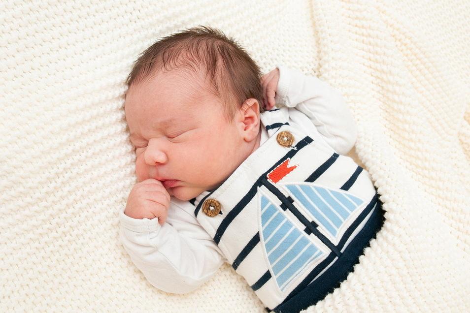 Luca, geboren am 1. Juni, Geburtsort: Universitätsklinikum Dresden, Gewicht: 3.845 Gramm, Größe: 51 Zentimeter, Eltern: Christin und Mike Ganze, Wohnort: Mittelndorf