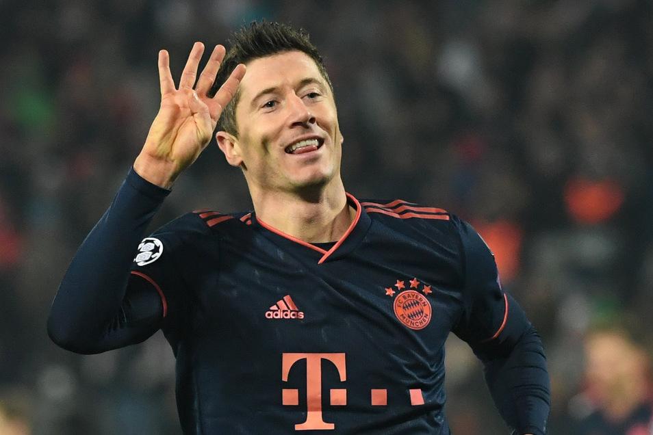 Bayerns Robert Lewandowski bejubelt sein viertes Tor.