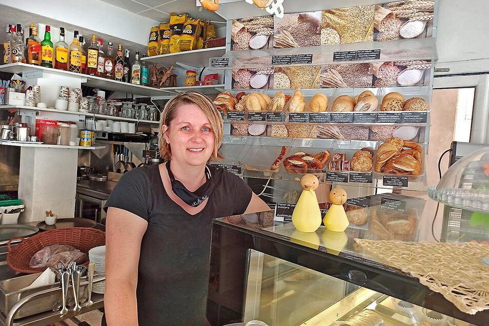"""Anett Köhler aus Lenkersdorf im Erzgebirge wundert sich in ihrer """"Sonnenbäckerei"""" an der Playa de Palma vor allem über das Verhalten der deutschen Touristen."""