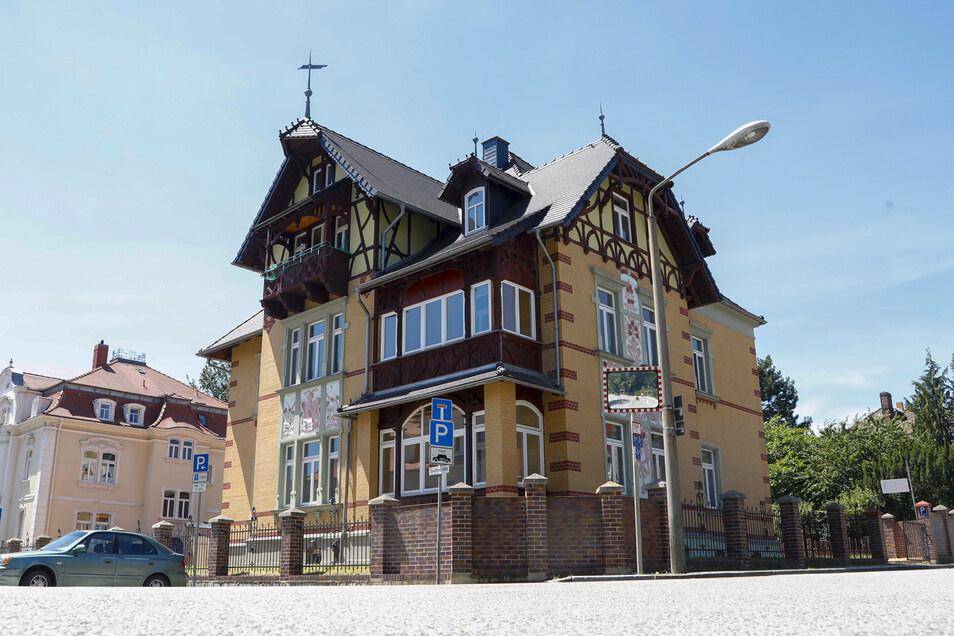 In der Villa Daheim an der Ecke August-Bebel-Straße/  Goethestraße in Löbau praktiziert jetzt eine Ärztin für Kinder- und Jugendpsychiatrie.