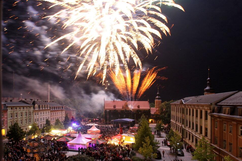 Das Foto zeigt das Feuerwerk zum Stadtfest 2013. In diesem Jahr ist zumindest eines für die Kinder geplant - aber nicht überm Rathausplatz, sondern An der Gasanstalt, unterhalb des Kinos.