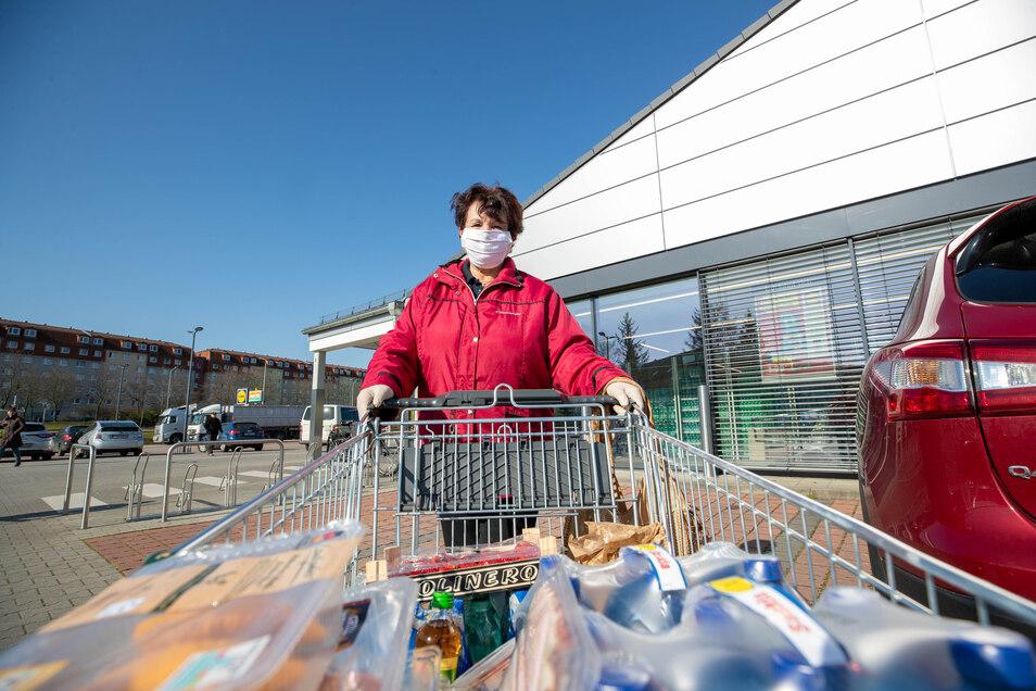 Nein, kein Hamsterkauf: Petra Kadner kauft für Senioren ein und hilft ihnen auch anderweitig.