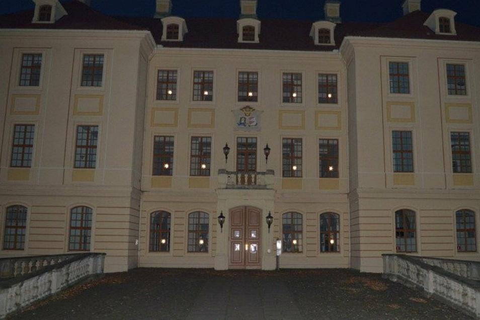 Diesmal ist das Zabeltitzer Palais an der Vorder- und der Rückseite mit Sternen geschmückt.