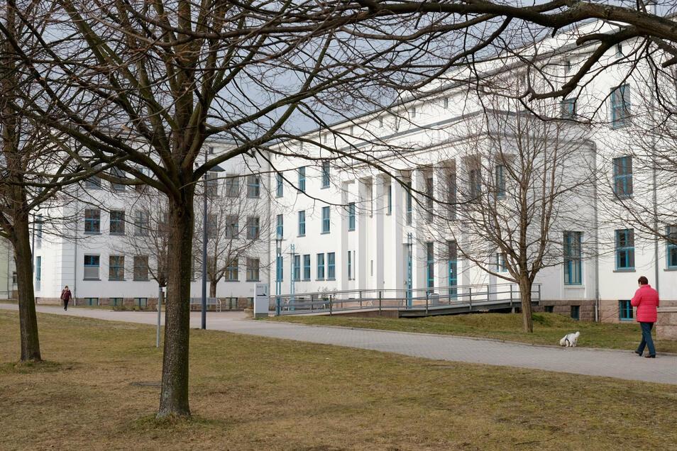 Die Meißner Verwaltungshochschule. Hier sollte ein Wahlforum der Sächsischen Zeitung mit allen drei Landratskandidaten stattfinden. Es kommt nicht zustande, da einer absagte.