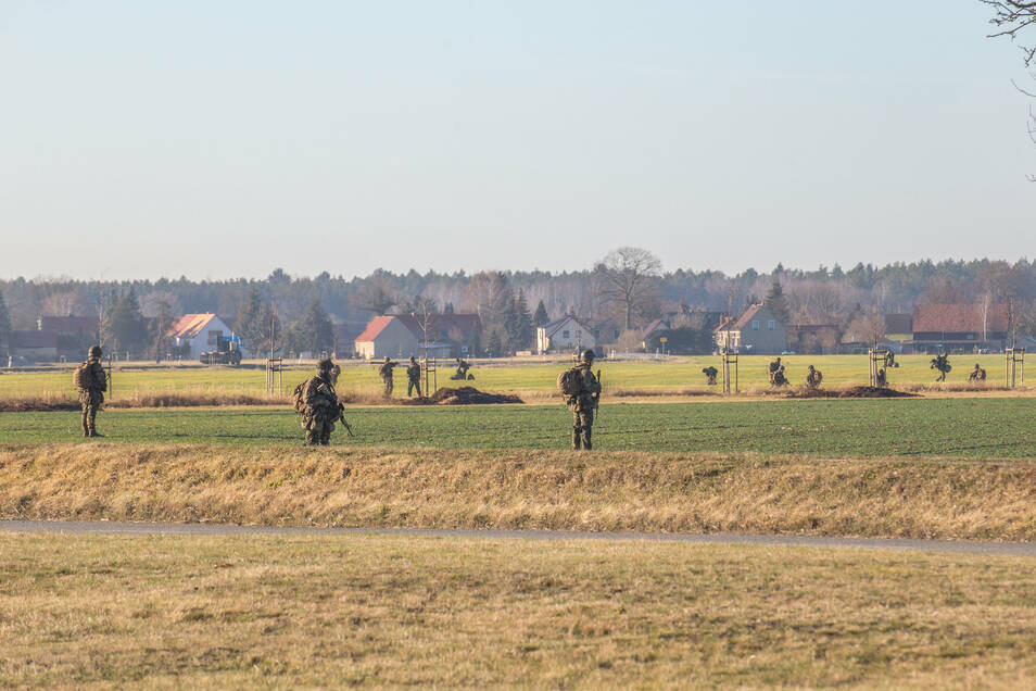 Die holländische Armee bei einer Luftlande-Übung im Januar nahe Rothenburg.