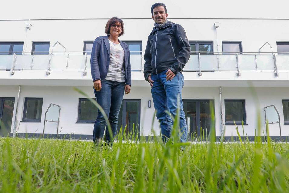 """Die Hausherren im Wohnpark: Kerstin Rokitta ist die Chefin der Johanniter Unfallhilfe. Daniel Füssel ist Vorstand der Wohnungsbaugenossenschaft """"Oberland"""". Sie hat den Wohnpark gebaut."""