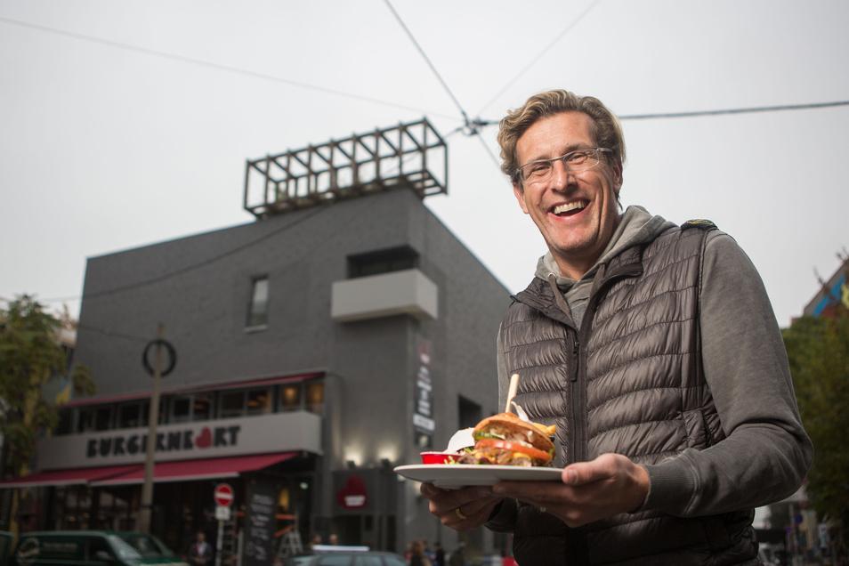 Mit dem Burgerheart in der Neustadt hat sich Partykönig Christian von Canal im Gastrobereich versucht. Obwohl er das Geschäft mittlerweile wieder abgegeben hat, war der Zoll auch hier am Dienstag vor Ort.