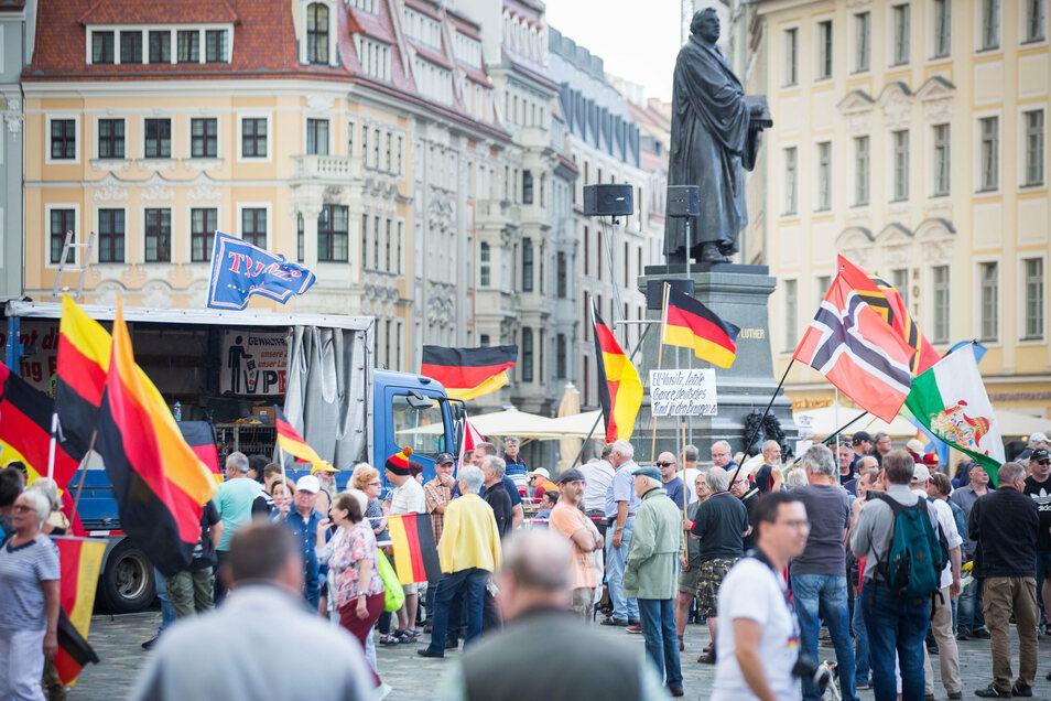 Auf dem Dresdner Neumarkt stand am Montagabend wieder Pegida.