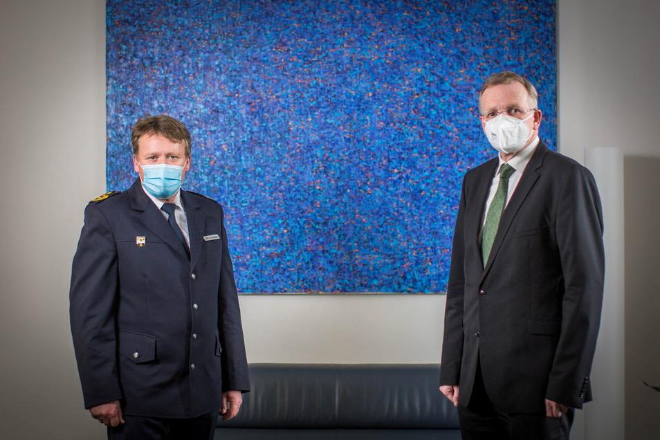 Dresdens Polizeipräsident Jörg Kubiessa und Ordnungsbürgermeister Detlef Sittel ziehen Bilanz nach der Randale im Umfeld des Dynamo-Aufstiegspiels.