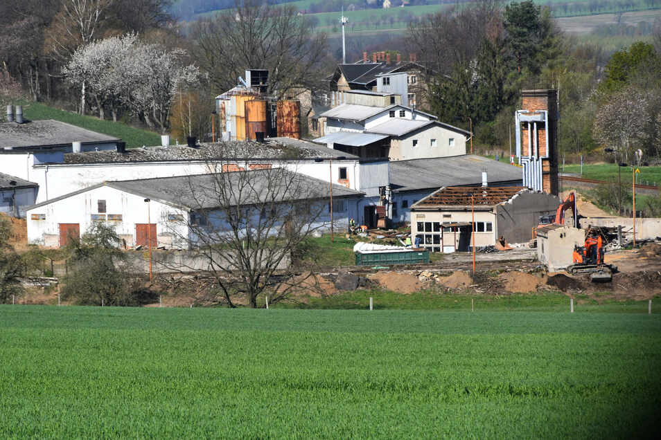 Langenwolmsdorfs alte Schweinemastanlage wird jetzt modernisiert und soll erweitert werden. Anwohner wehren sich.