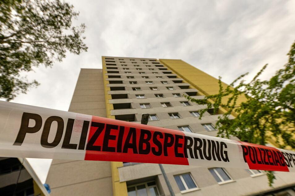 In dem Dresdner Hochhaus an der Hildebrandstraße, indem der verstorbene indische Student lebte, befinden sich weiterhin Menschen in Quarantäne.