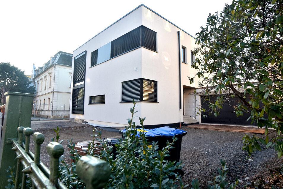 In der Lessingstraße in Zittau wurde ein altes Haus abgerissen und auf der Fläche ein modernes Haus errichtet.