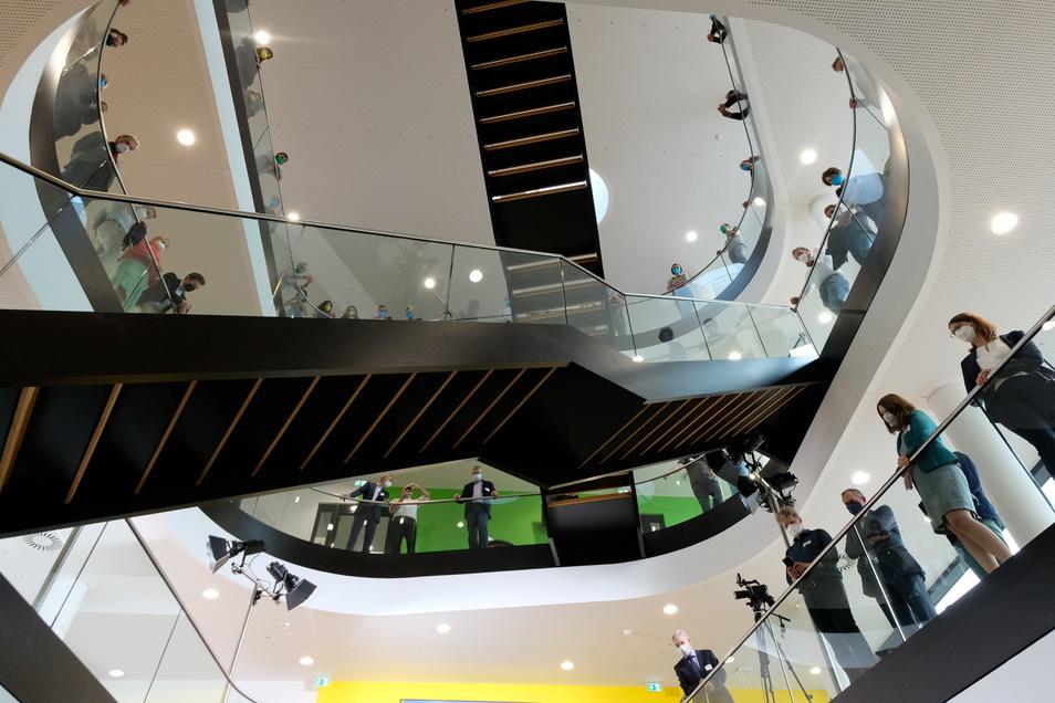 Blick ins Innere des Deutschen Zentrums für Integrative Biodiversitätsforschung (iDiv) bei der Eröffnung.