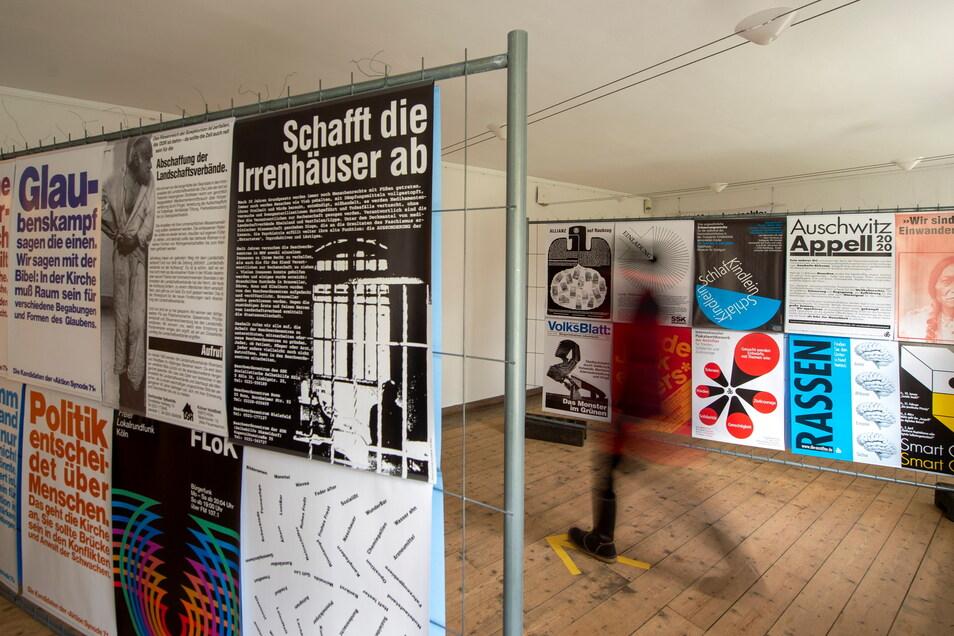"""Die Sonderausstellung """"Anschläge"""" mit Plakaten aus fünf Jahrzehnten von Jochen Stankowski ist nach der Wiedereröffnung noch bis Sonntag im Käthe-Kollwitz-Haus Moritzburg zu sehen. Ab dem 22. April wird dann die schon im Vorjahr geplante Jubiläums"""