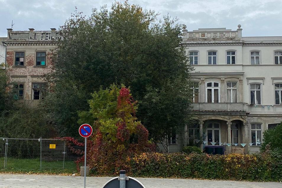 Diese Stadtvillen am Görlitzer Postplatz sollen der Erweiterung der Parkdecks für das künftige Kaufhaus weichen.