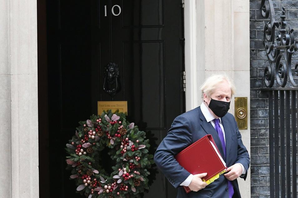 Premierminister Boris Johnson wollte zu einem nationalen Brexit-Sieg erklären, was von Deutschen mit türkischen Wurzeln entwickelt, in Belgien hergestellt und schließlich von einer Krankenschwester mit philippinischen Wurzeln verabreicht wurde. Der Beitra
