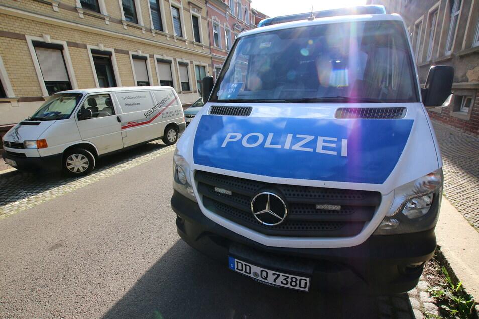 In einem Haus an der Gerhart-Hauptmann-Straße in Hartha und vier weiteren Gebäuden in der Region, in Waldheim und Dresden erfolgte eine groß angelegte Durchsuchung und letztendlich eine Verhaftung.
