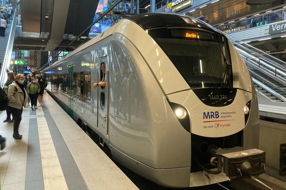 Zum ersten Oktoberwochenende fuhr ein Sonderzug der Mitteldeutschen Regionalbahn von Chemnitz über Riesa bis Berlin.