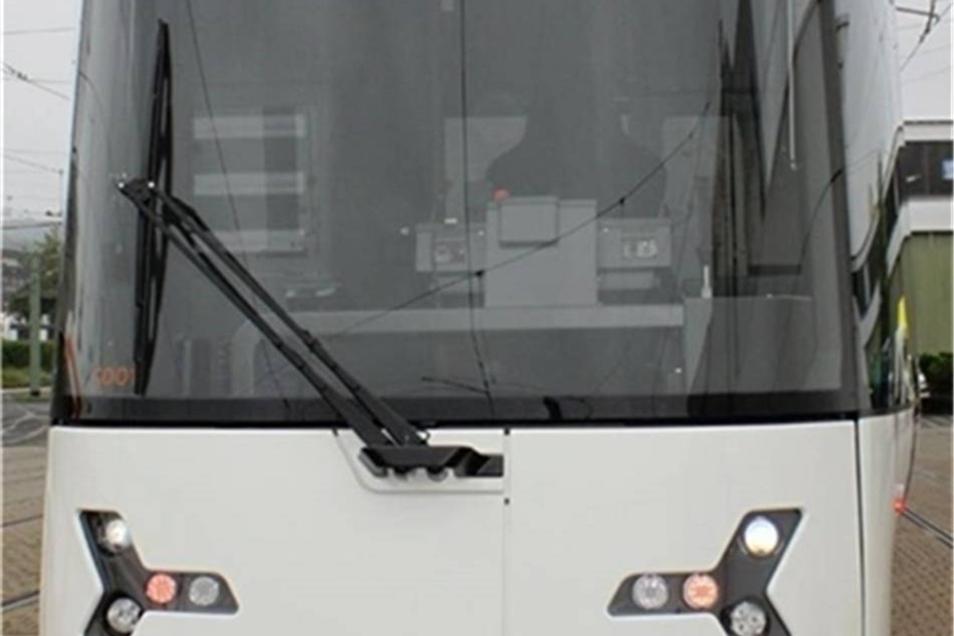 Heiterer Blick mit zusammengekniffenen Augen. Das passt zum Firmennamen. Heiterblick aus Leipzig baut diese Straßenbahn, die etwa in Bielefeld unterwegs ist.